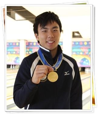 漢彥在殘亞會場戴上金牌