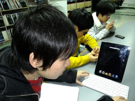 宇恆上課時會用iPad加上鍵盤來寫筆記